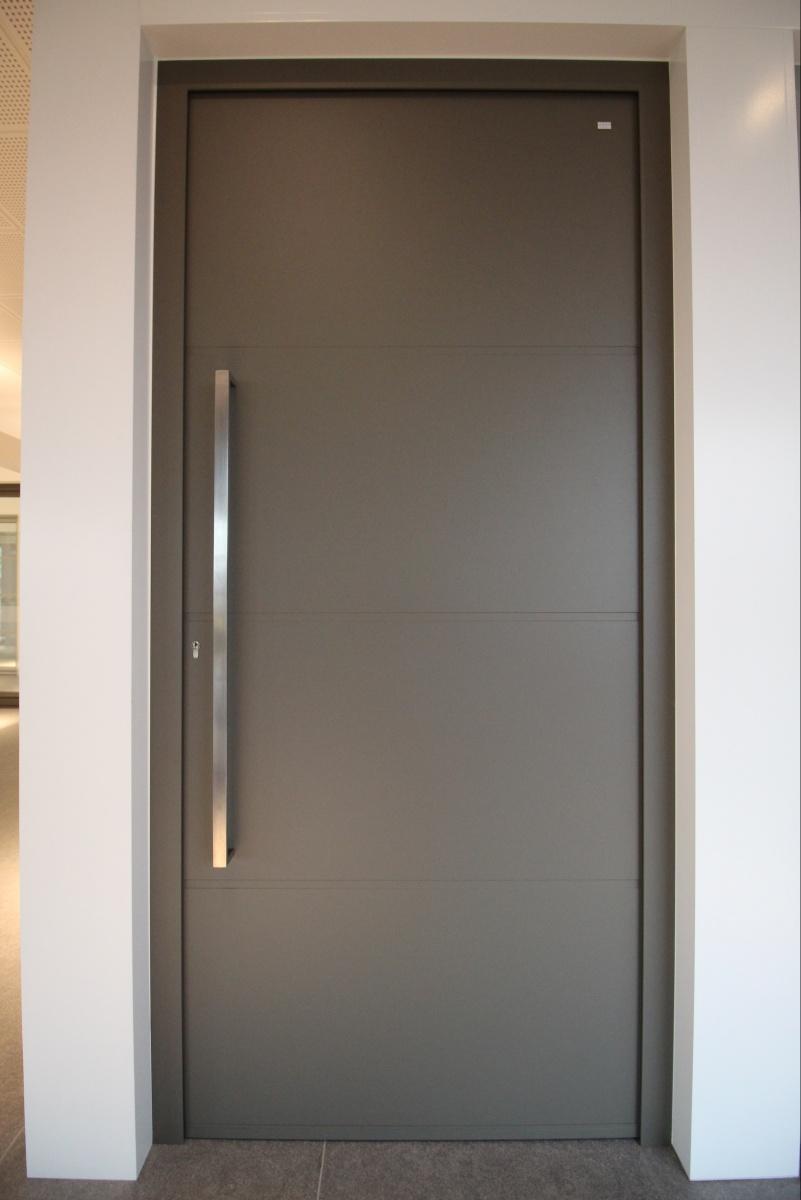 portes en aluminium et pvc portes de s curit portes ouvrant cach portes pivotantes. Black Bedroom Furniture Sets. Home Design Ideas